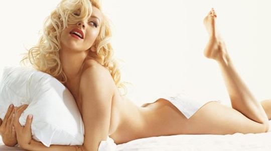 http://fashionbubbles.files.wordpress.com/2006/05/Nude-Christina-Aguilera.jpg